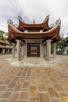 pátio do templo lang, vietnã 2015 foto