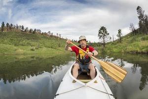 remador atlético de canoa sênior
