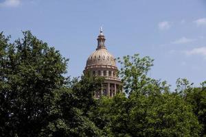 capital do texas edifício cúpula contra um céu azul claro foto