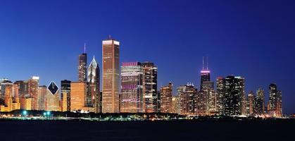 panorama da noite de chicago foto