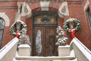 entrada da mansão no inverno