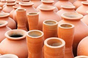 vasos de terracota, feira de artesanato indiano em kolkata foto