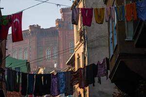 rua tradicional e casas no distrito de balat foto