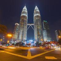 torres gêmeas petronas em kuala lumpur, malásia foto