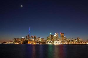 skyline da cidade de toronto à noite foto