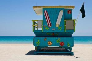 cabana de salva-vidas da praia sul em miami, flórida foto