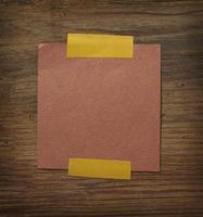 papel de nota no negócio da parede de madeira foto