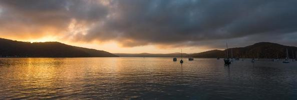 nascer do sol do rio hawsbury, nsw foto