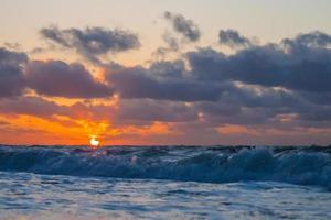 pôr do sol praia do mar do norte foto