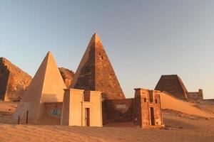 famosas pirâmides de meroe foto