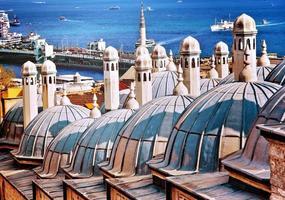 telhados do banho atrás da mesquita suleymaniye. Istambul