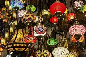 lanternss no grande bazar. Istambul foto