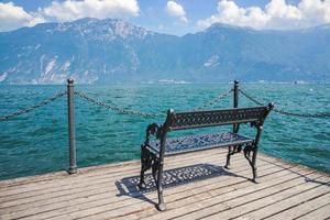 vista no lago de garda lago di garda, itália