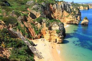 ponta de piedade em lagos, costa do algarve em portugal foto