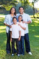 jovem família indiana foto