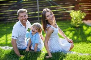 família sorridente foto