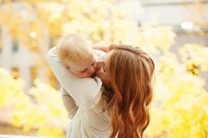 mãe com criança foto