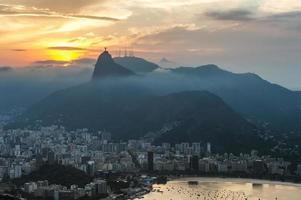vista por do sol do rio de janairo, brasil foto