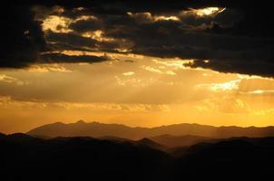 pôr do sol laranja foto