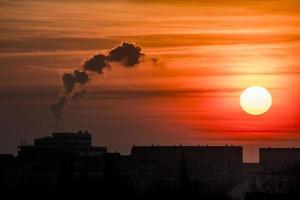 pôr do sol da cidade foto