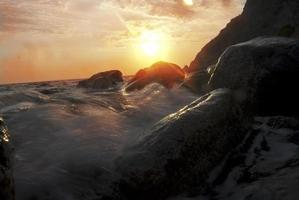 pôr do sol marinho