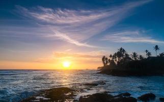 pôr do sol do oceano foto