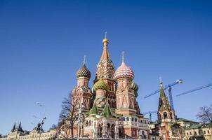 st. Catedral de manjericão na Praça Vermelha de Moscou foto