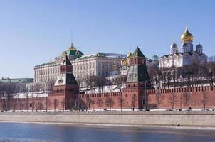 moscovo kremlin dia claro de primavera foto