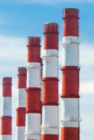 tubos vermelhos e brancos foto