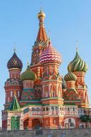 bela cúpula de st. Catedral de manjericão na Praça Vermelha foto