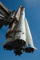 foguete com nave espacial foto