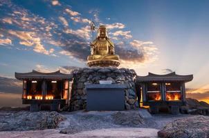 templo de yedgungsa de haedong foto