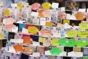 carrinho de perfume em Milão foto