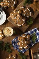 biscoitos decorados caseiros homens de gengibre