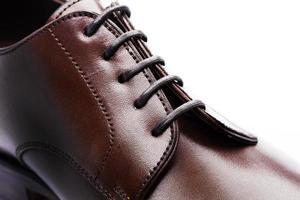 closeup de sapatos de couro masculino foto