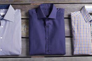 camisas masculinas elegantes de negócios. foto