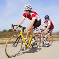 ciclistas correndo foto