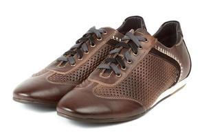 par de sapatos confortáveis marrons para homens foto