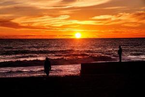 pôr do sol e separação foto