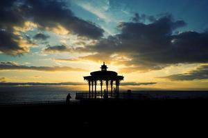 pôr do sol pavilhão de brighton foto