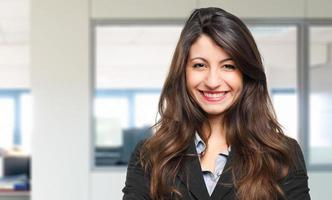 gerente mulher bonita no escritório foto