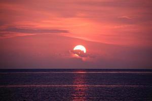 mar e pôr do sol