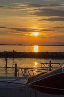 pôr do sol marina lignano foto