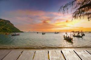 vista para o mar pôr do sol foto