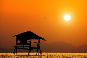 céu pôr do sol, tailândia foto