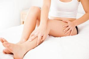 closeup de pernas femininas lisas foto