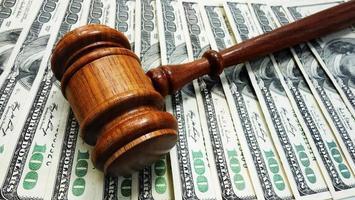 julgar dinheiro