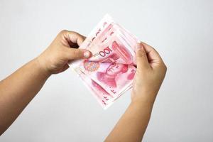 contando dinheiro chinês foto