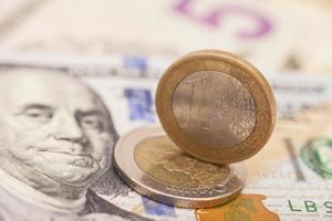 moedas e dólares em euro foto