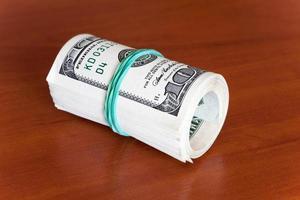 conceitos de negócios - dólares em dinheiro